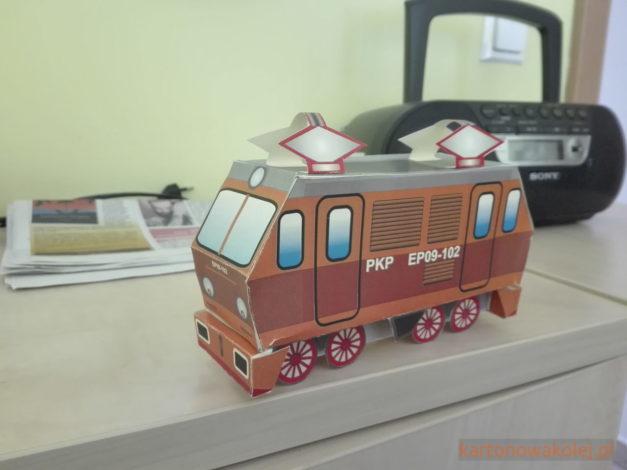 Patryczek - model kartonowy